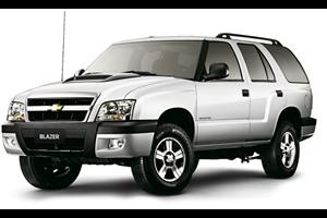 Chevrolet Blazer com fundo branco