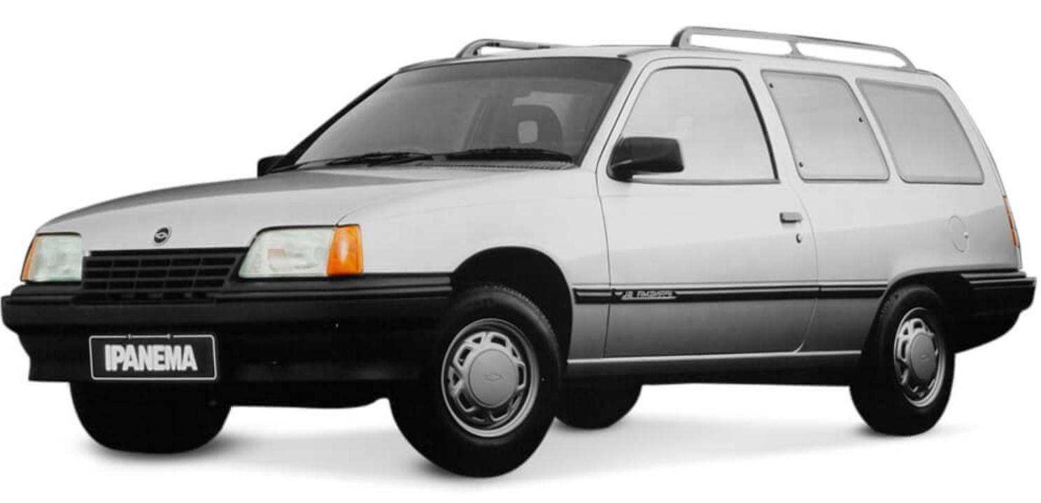 Chevrolet Ipanema com fundo branco