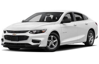Chevrolet Malibu com fundo branco