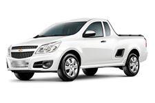 Chevrolet Montana com fundo branco