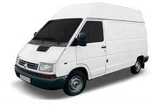 Chevrolet Trafic com fundo branco