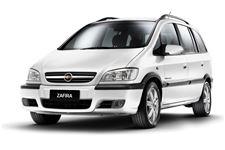 Chevrolet Zafira com fundo branco