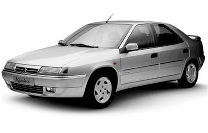Citroën Xantia com fundo branco