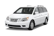 Honda Odyssey com fundo branco