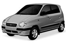 Hyundai Atos com fundo branco