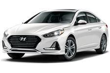Hyundai Elantra com fundo branco