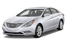 Hyundai Sonata com fundo branco