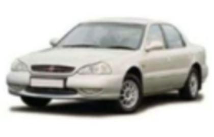 Kia Clarus com fundo branco