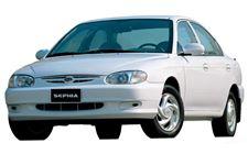 Kia Sephia com fundo branco