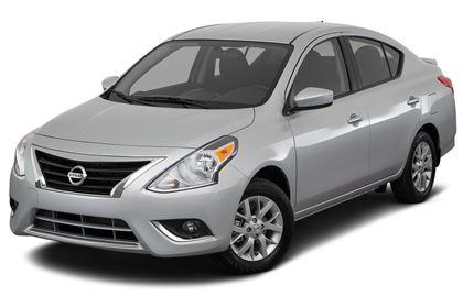 Nissan Versa com fundo branco