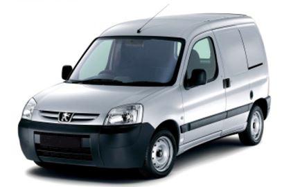 Peugeot Partner com fundo branco