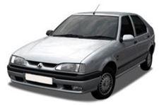 Renault 19 com fundo branco