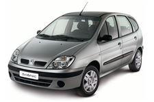 Renault Scenic com fundo branco