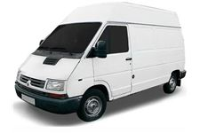 Renault Trafic com fundo branco