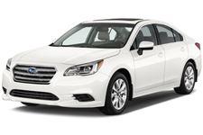 Subaru Legacy com fundo branco