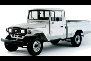 Toyota Bandeirante fundo branco