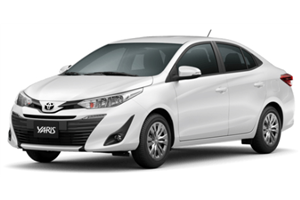 Toyota Yaris fundo branco