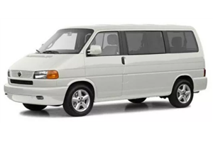 Volkswagen Caravelle com fundo branco