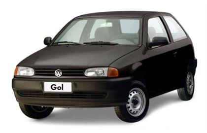 Volkswagen Gol G2 com fundo branco