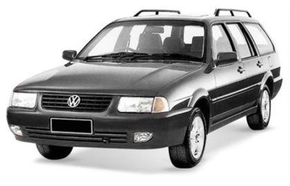 Volkswagen Quantum com fundo branco